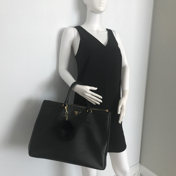 3213bc4243a0 Prada Saffiano Lux large double-zip tote 👜. M 5b7b2181800dee3a810927a6